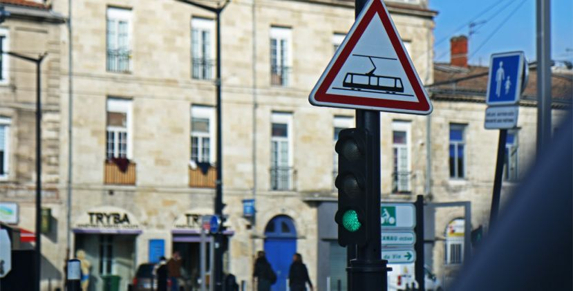 ALL YOU NEED TO KNOW ABOUT: GETTING AROUND BORDEAUX WITHOUT A CAR, EASY!