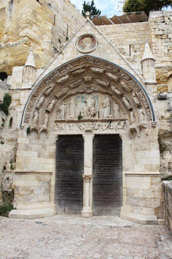 Léglise monolithe et les catacombes de Saint-Emilion