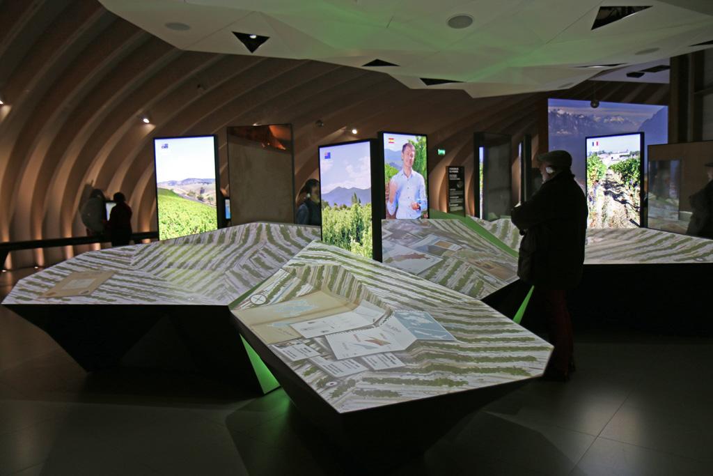 Une table interactive avec des vidéos